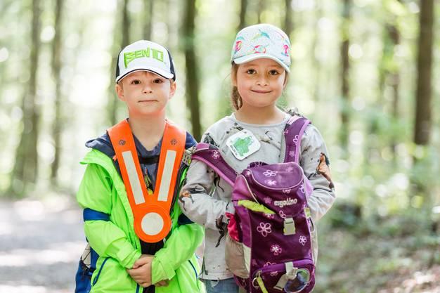 Jede Gruppe erhielt einen Tiernamen. Der fünfjährige Miron und die siebenjährige Melina sind bei der Gruppe Frosch.