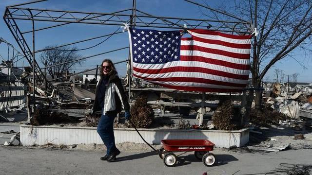 Sandy hat in den USA grosse Zerstörung hinterlassen - der Swiss Re kommt der Wirbelsturm teuer zu stehen (Archiv)