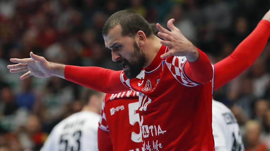 Kroatiens Zeljko Musa lässt sich gegen Co-Gastgeber Österreich als Torschütze feiern.