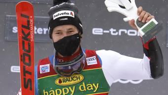Marco Odermatt freut sich über den Sieg in Santa Caterina, seit er ein Kind ist vertraut er auf Stöckli.