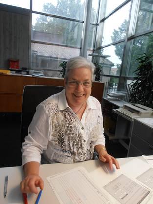 Regina Grischott an ihrem Arbeitsplatz.