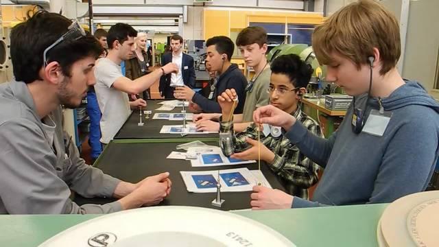 An der IB Live 2017 erhalten Schüler Einblick in Industriebetriebe. Zum Beispiel in die Fraisa SA in Bellach.