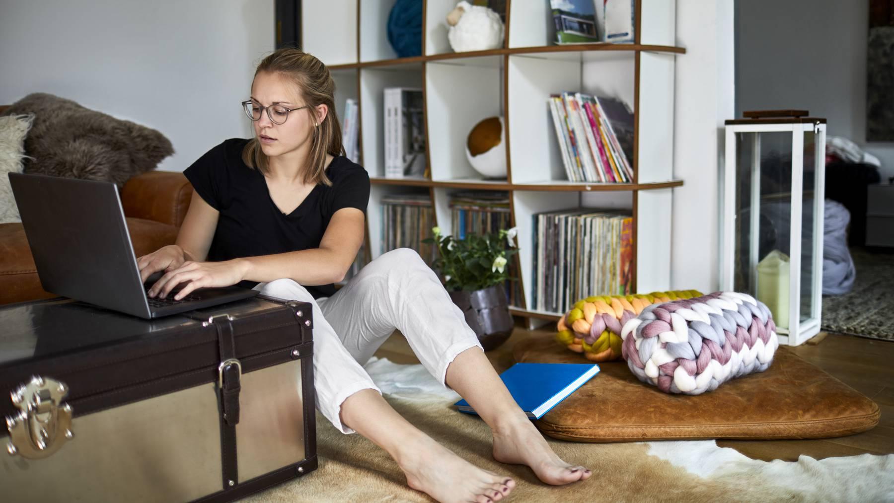 Falsche Körperhaltung und zu langes Sitzen kann zu schweren körperlichen Folgen führen.