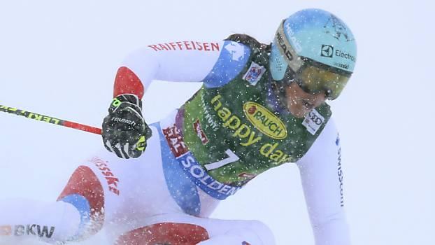 Wendy Holdener kämpft sich auf dem Rettenbachgletscher im Schneetreiben durch die Tore.