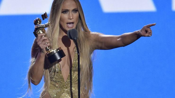 Jennifer Lopez zeigt sich während der Verleihung des MTV Video Music Awards in der Nacht auf Dienstag sehr emotional.