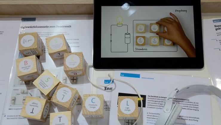 Auch die Umstellung auf digitale Formate stellt den Verlag vor Herausforderungen (im Bild das Sek-Lehrmittel «NaTech 7»).