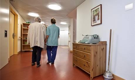 mehr geld f r pflege von demenzkranken doch wer zahlt kanton solothurn solothurn az. Black Bedroom Furniture Sets. Home Design Ideas