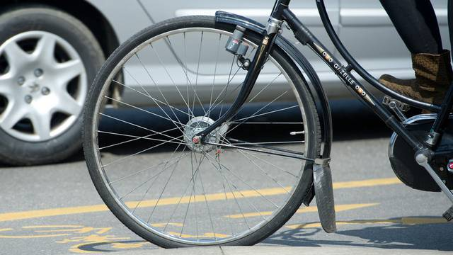 In vier Gemeinden gabs am Donnerstagmorgen vier Fahrradunfälle. Alle vier verletzten Personen mussten ins Spital gebracht werden.