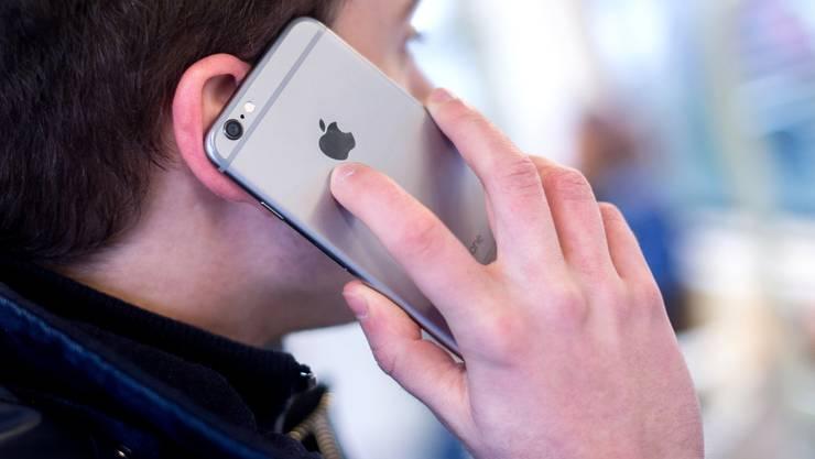 Smartphones sollen Kontakte so registrieren, dass die Privatsphäre nicht verletzt wird: Die ETH Lausanne wirkt an einem entsprechenden Projekt mit.