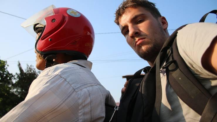 Woche 39: Von Grosse Kreuzung nach Srae Ambel: Die erste Strecke dieser Woche lege ich noch alleine zurück - auf dem Rücksitz dieses Motorrads.