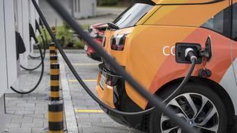 Das «Acoustic Vehicle Alerting System (Avas)» wird künftig bei allen Elektroautos Geräusche erzeugen.