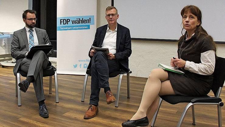 Titus Meier (links) und Martina Sigg stellten Michael Umbricht Fragen zu verschiedenen Bildungsthemen.