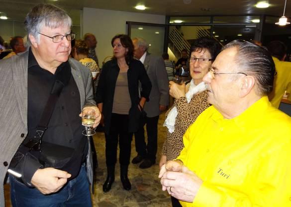 Gemeindeammann Hansueli Bühler (links) am Neujahrsapéro der Gemeinde