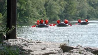 Ein Freizeitspass und zugleich eine abenteuerliche Reise auf dem Wasser ist eine Softrafting-Tour, wie hier auf dem Rhein.