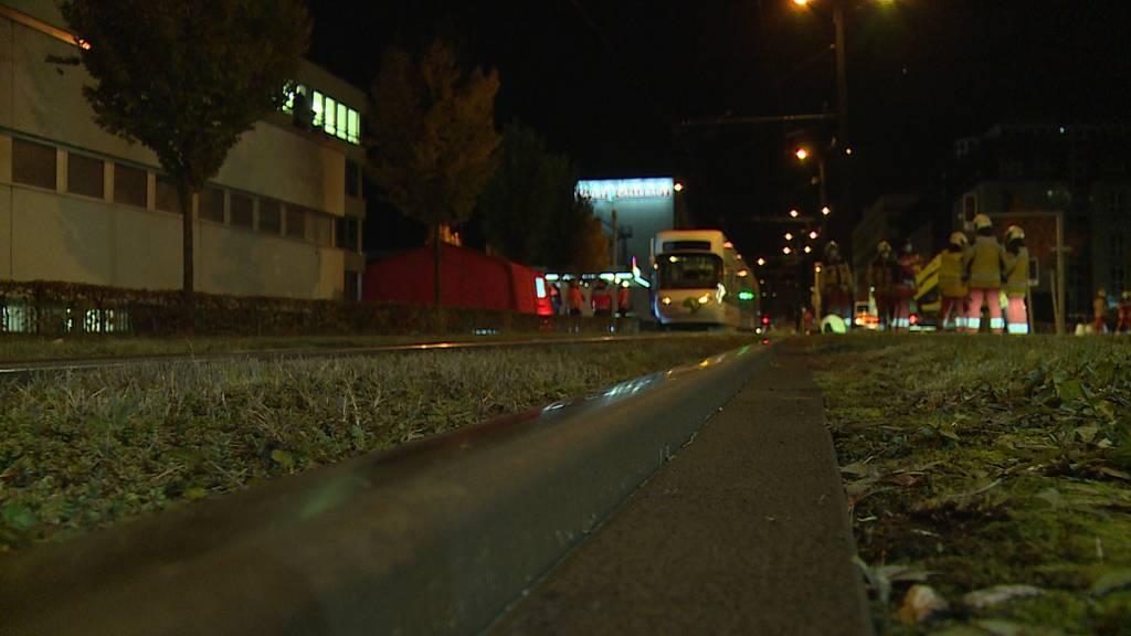 Dübendorf (ZH): Tödlicher Tramunfall
