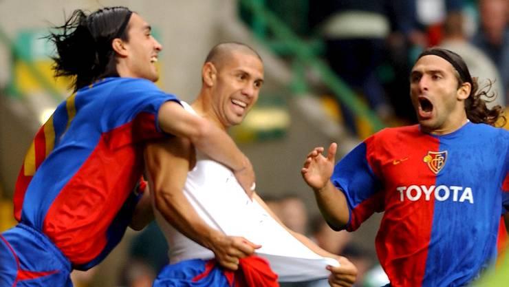 Hakan Yakin, Christian Gimenez und Julio Hernan Rossi jubeln über das 1:0 gegen Celtic Glasgow.
