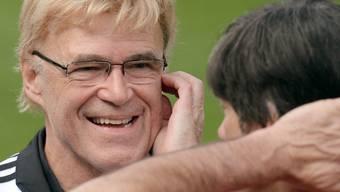 Urs Siegenthaler versorgt Bundestrainer Joachim Löw nicht nur mit Informationen über den Gegner, er unterstützt ihn auch sonst.