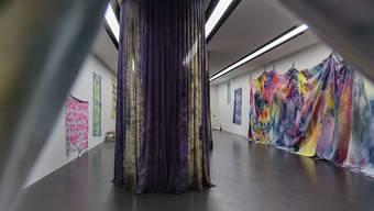Anita Zumbühls Färbearbeiten im Kunstmuseum Luzern.