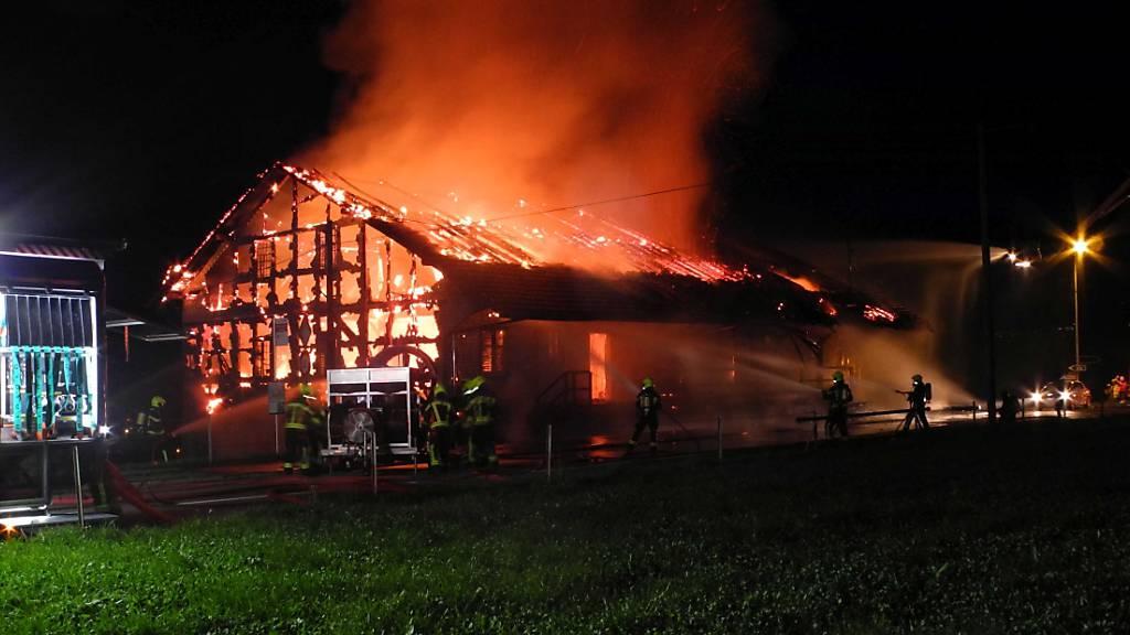 Am Montagabend ist die Lagerhalle einer Sicherheitsfirma in Seewen SZ in Brand geraten.