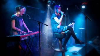 Pianistin Sarina Schmid (l.) und Sängerin Jorina Stamm bilden die Brugger Band Ellas.