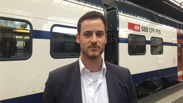 Kevin Benedetti (25) Sales-Experte, Wattwil: «Ich finde den neuen Zug in Ordnung. Solange es Platz hat, bin ich zufrieden. Vom Wackeln wird mir auch nicht übel. Ich bin abgehärtet, weil ich Rennen mit dem Töff fahre. Nur meine Freundin erzählt manchmal von Problemen mit den Doppelstöckern, sie ist Lokführerin.»