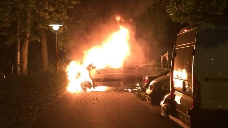 In Zürich wurde im Juni ein Lieferwagen angezündet. Zwei Autos wurden ebenfalls beschädigt. Die Stadtpolizei schätzte den Sachschaden auf mehrere zehntausend Franken. Linksradikale bekannten sich zur Brandstiftung.