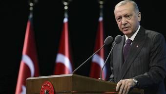 Recep Tayyip Erdogan, Präsident der Türkei, hält während einer Veranstaltung eine Rede. Foto: Uncredited/Turkish Presidency/dpa