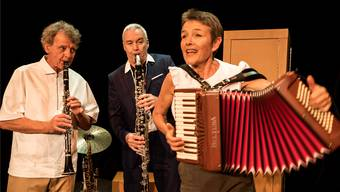 Cornelia Montani spielt zusammen mit Joe Fenner (l.) und Daniel Schneider die Lebensgeschichte ihrer Grossmutter nach.