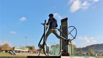 In Aarau werden noch bis Ende Oktober Outdoor-Fitnessgeräte ausprobiert.