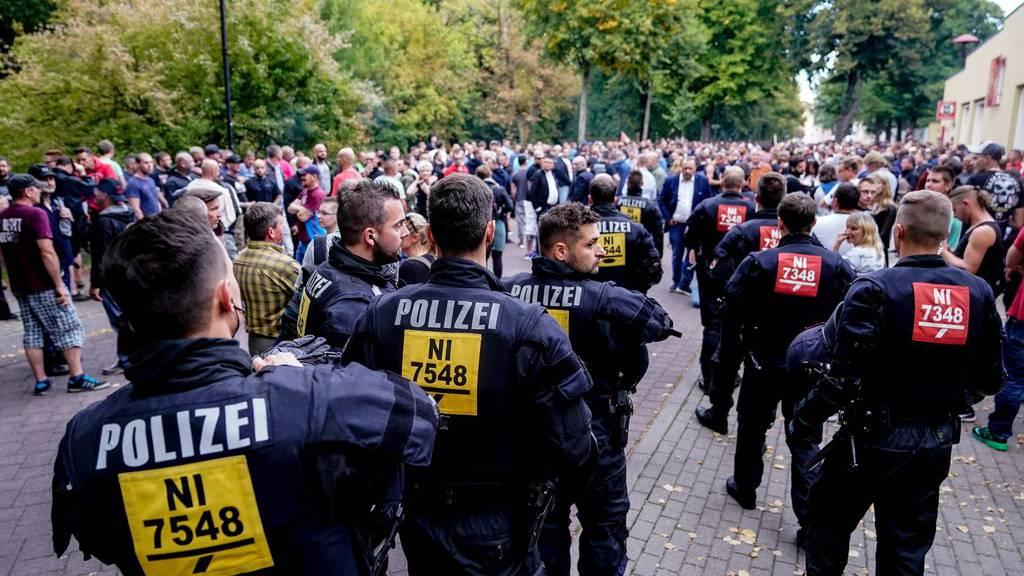 Die Polizei in Köthen wappnet sich gegen Gewalt an den Demonstrationen.