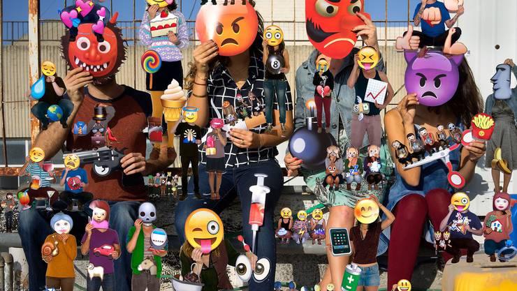 Emojis auf Olaf Breuning's Wimmelbild-Tapete.