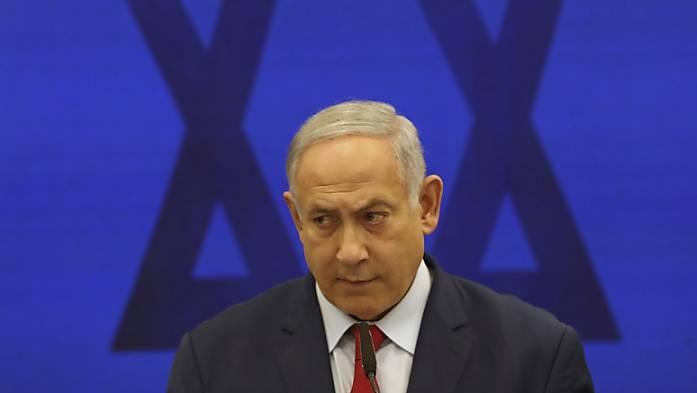 Israels Ministerpräsident Benjamin Netanjahu soll wegen Korruption vor Gericht.