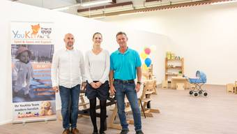 Da war die Welt in der «Youkita» in Luterbach noch in Ordnung. Eröffnung der Kindertagesstätte mit Tanja Moos und Holger Hausmann (rechts) sowie einem Mitarbeiter.