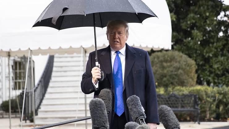 Seine Partei stärkt ihm nach den Impeachment Anhörungen im Parlament den Rücken: der republikanische US-Präsident Donald Trump.