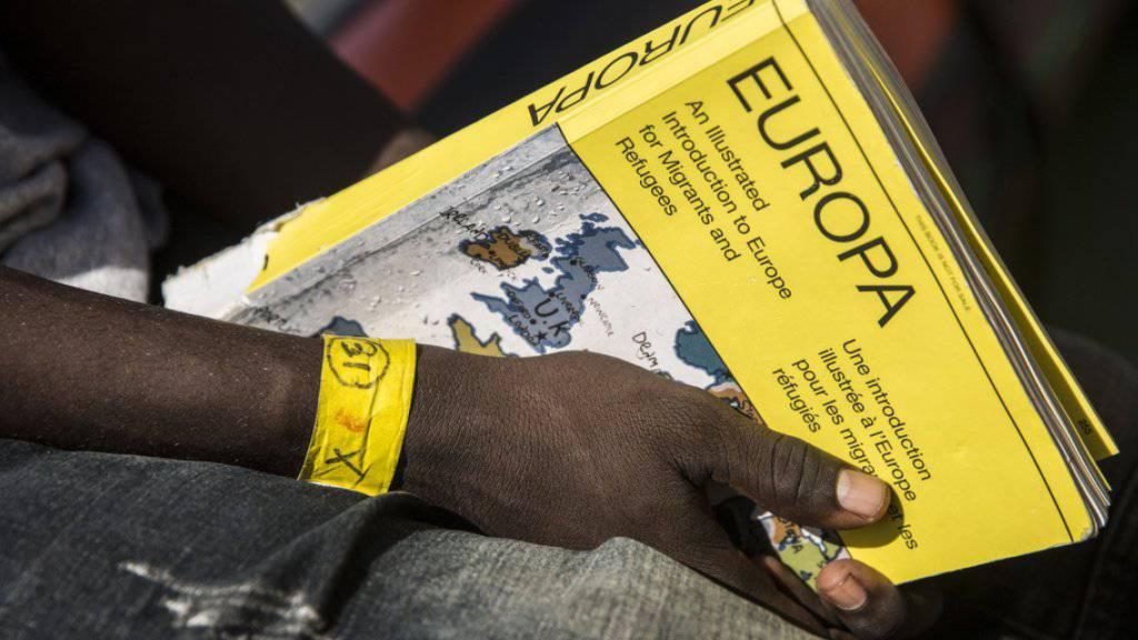 An Bord des Schlauchboots waren 120 Menschen aus Nigeria, Kamerun, Gambia, der Elfenbeinküste und dem Sudan. (Symbolbild)