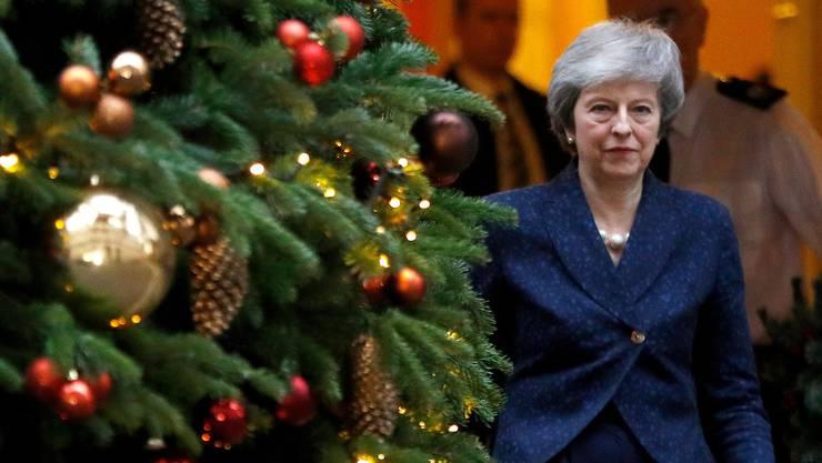 Das Misstrauensvotum scheint Premierministerin Theresa May nicht aus der Weihnachtsstimmung zu bringen.