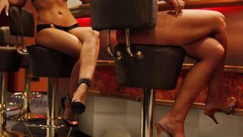 Zwei Polizisten sollen von einer Prostituierten mehrmals Gratissex, Shopping-Reisen und Geschenke angenommen haben. (Symbolbild)
