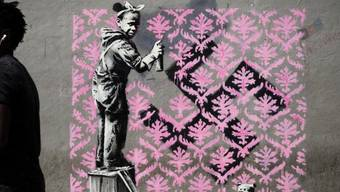 Der bekannteste Street-Art-Künstler der Welt hat offenbar in Paris neue Spuren hinterlassen. Sechs seiner Werke zieren dort jetzt Hausfassaden.