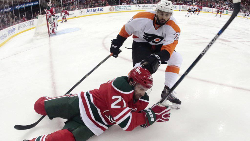 Den Gegner in die Knie gezwungen: Die Philadelphia Flyers feiern beim 6:3 gegen die New Jersey Devils einen seltenen Auswärtssieg in der regulären Spielzeit