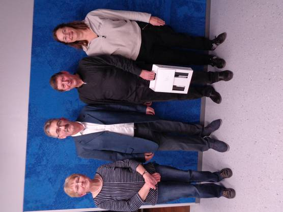 Die geehrten Kommissionsmitglieder mit Gemeindeammann Mario Hüsler (zweiter von links)