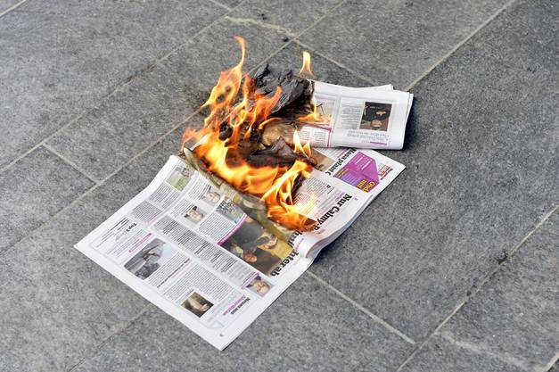 Sie haben die Zeitungen angezündet
