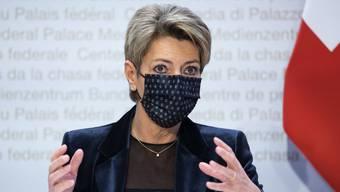 Das Verhüllungsverbot bekämpfe ein Randphänomen in der Schweiz, so die Justizministerin Karin Keller-Sutter am Dienstag in Bern.