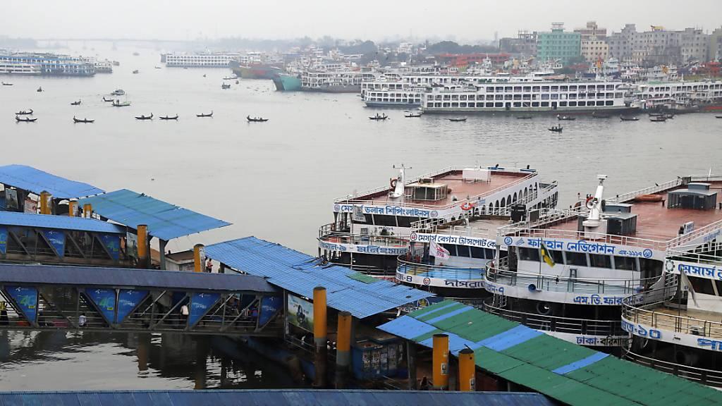 Über 450'000 Menschen fliehen in Indien und Bangladesch