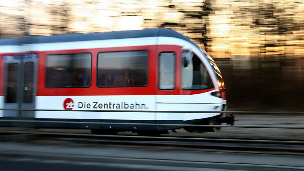 Der Nidwaldner Regierungsrat will eine zusätzliche Zugverbindung zwischen Stans und Luzern zu Stosszeiten. (Archivbild)