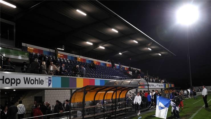 Die heutige Flutlichtanlage im Wohler Stadion Niedermatten (hier beim Challenge-League-Spiel gegen Gossau am 12. Mai 2008) ist aus Sicht der Liga zu wenig stark für anständige TV-Bilder.