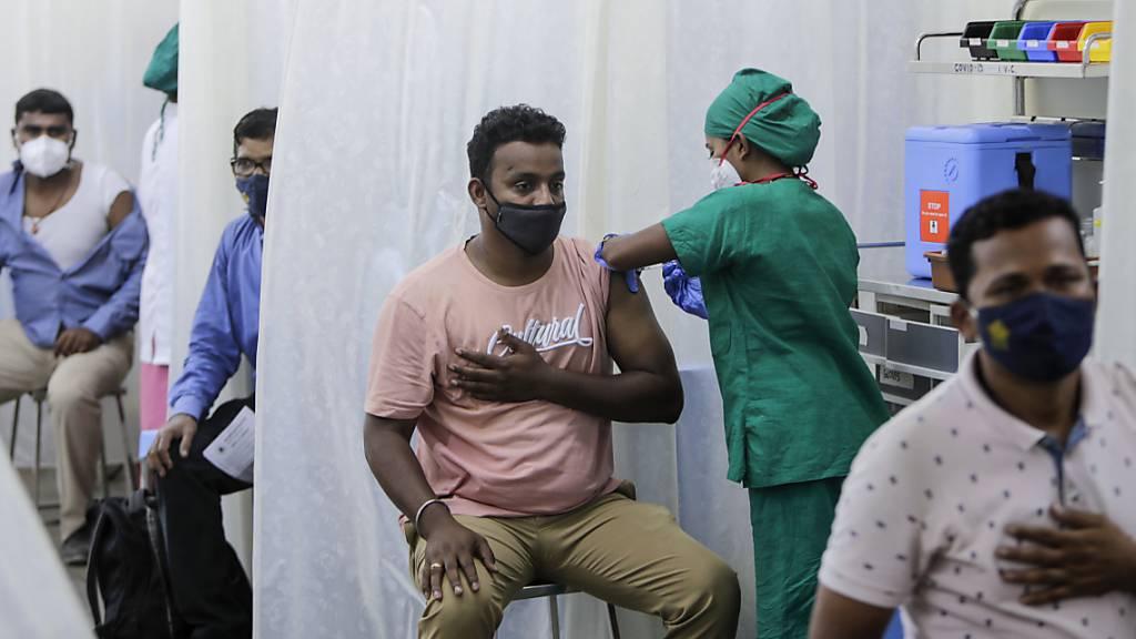 Corona-Rekordzahlen in Indien - Sauerstoff und Impfstoffe gehen aus