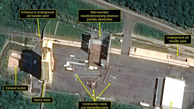 Das Satellitenbild zeigt den Abbau von Installationen auf der nordkoreanischen Raketenanlage in Sohae. Nun sollen dort wieder Aktivitäten beobachtet worden sein. Experten befürchten einen Wiederaufbau der Anlage nach dem gescheiterten Gipfel in Hanoi. (Foto: Airbus Defense & Space/38 North via AP)