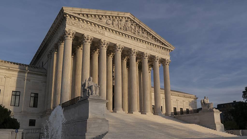 Der Oberste Gerichtshof in Washington D.C. ist zu sehen. Nachdem einige republikanisch regierte Bundesstaaten Klage gegen die Gesundheitsreform Obamacare eingereicht haben, hat der Supreme Court diese nun abgewiesen.