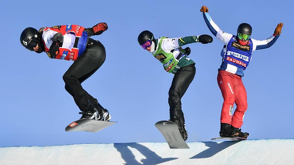 Der Winterthurer Kalle Koblet (ganz rechts) Mitte Februar an der WM in Schweden auf der Verfolgung zweier Konkurrenten