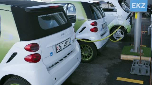 Elektroautos an einer Ladestation